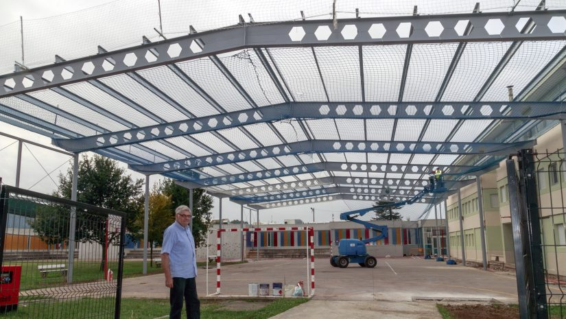 El concejal de Urbanismo, Felipe Tapia Salces, supervisando la terminación de los trabajos de la cubierta