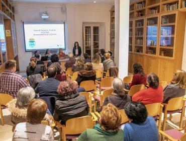 La alcaldesa y la concejal durante un acto con mujeres de Polanco para avanzar en la redacción del Plan de Igualdad del municipio