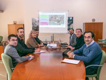 Comisión de seguimiento del convenio presidida por la alcaldesa, Rosa Díaz Fernández, y el director de Solvay, Jorge Oliveira