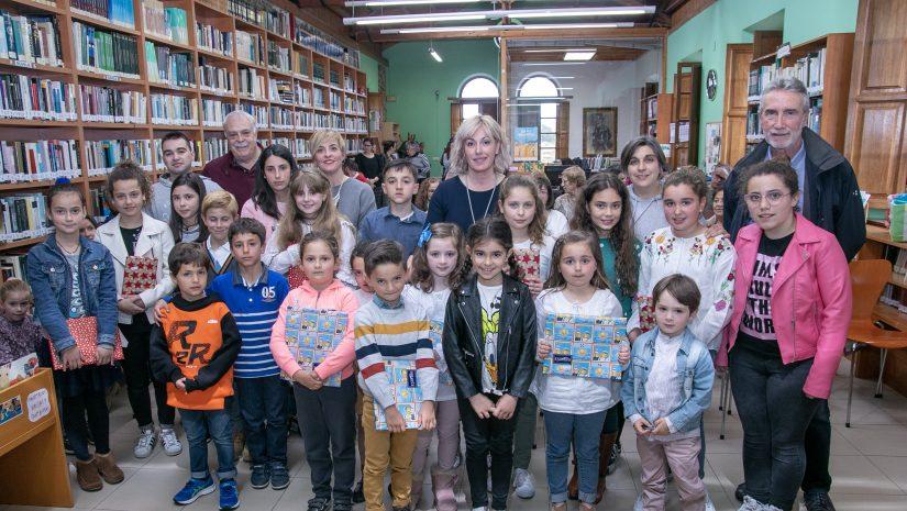 Ganadores del certamen en 2019 junto a la alcaldesa y concejales de Polanco