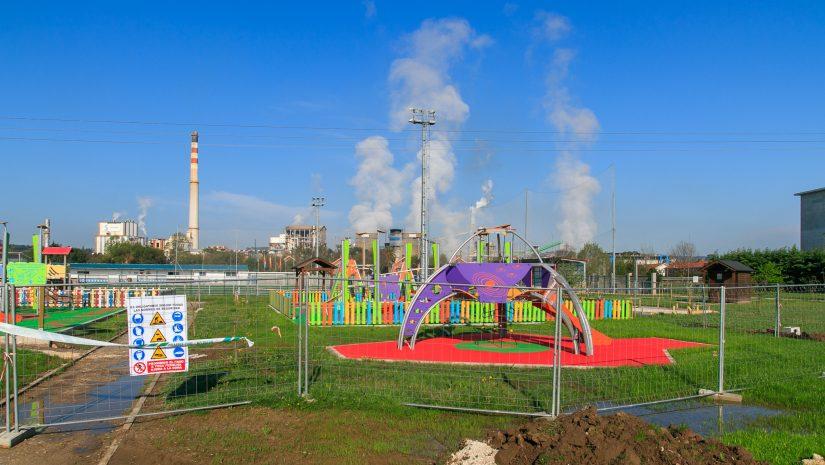 Estado actual de la ampliación del parque infantil de Rinconeda, cuyos trabajos de drenaje se inician estos días