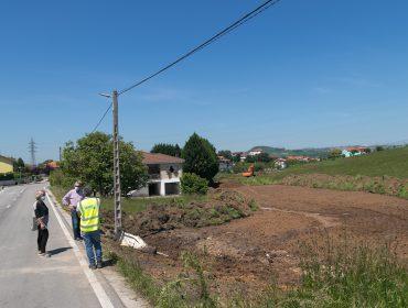 La alcaldesa y el concejal de Obras asisten al inicio de los trabajos de la nueva carretera de Cumbrales