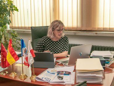 La alcaldesa ultimando el programa de ayudas a autónomos y micropymes