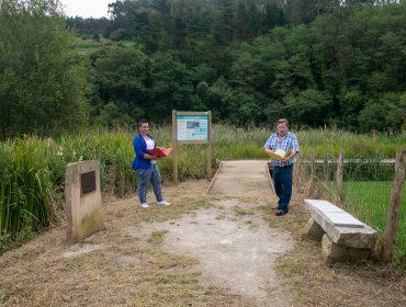 Los concejales de Medio Ambiente, Isabel Herrera, y de Barrios, Fernando Sañudo, visitando los accesos al Pozo Tremeo