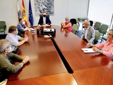 La alcaldesa de Polanco junto al consejero Guillermo Blanco y los regidores de Miengo y Suances