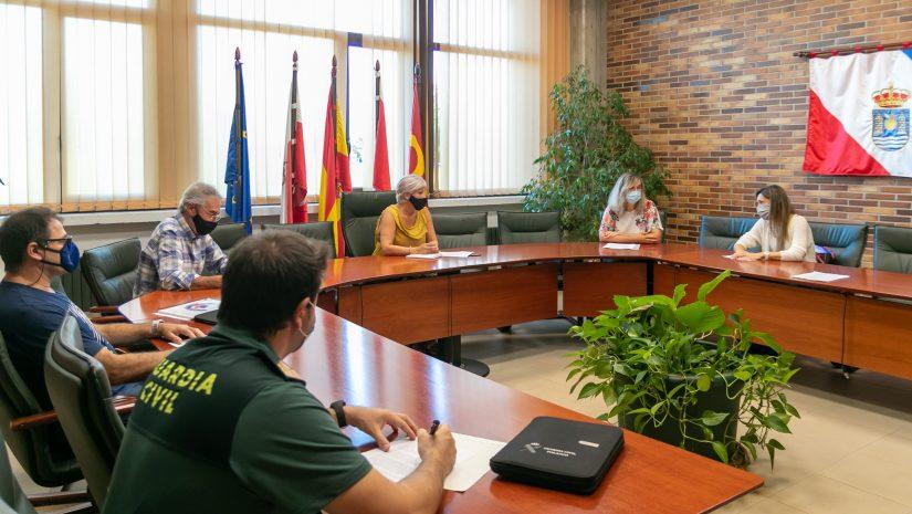 La alcaldesa preside la reunión de trabajo de coordinación para mejorar el funcionamiento del centro de salud de Polanco