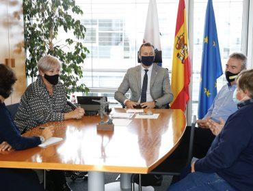 Blanco con la alcaldesa de Polanco, Rosa Díaz, y otros miembros de la corporación municipal