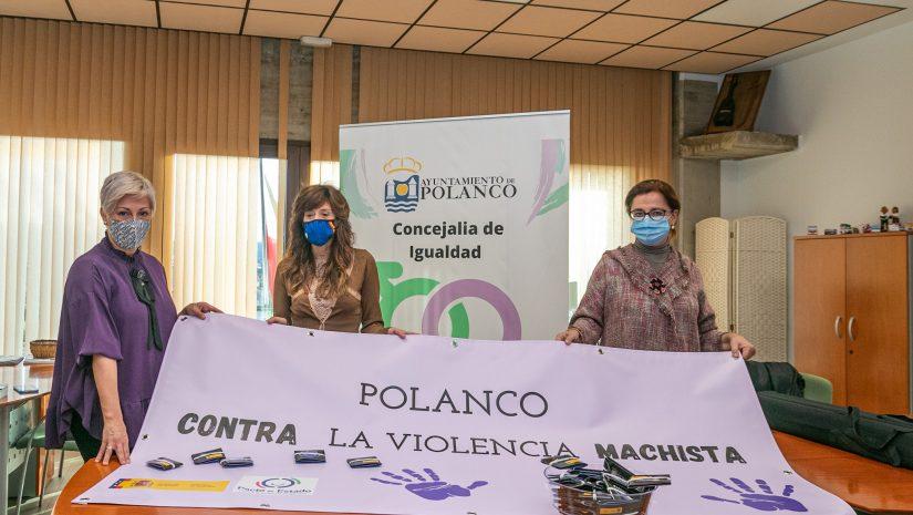 La alcaldesa, Rosa Díaz Fernández; la concejal de Mujer, María José Liaño García; y la directora de Códice Cantabria, Montserrat Peña, en la presentación de la campaña