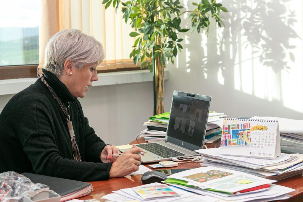 La alcaldesa presidiendo la Junta de Portavoces telemática sobre el Torrebus