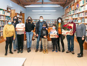 """Ganadores de las cestas de la iniciativa """"Leer tiene premio"""" promovida por la biblioteca municipal de Polanco"""