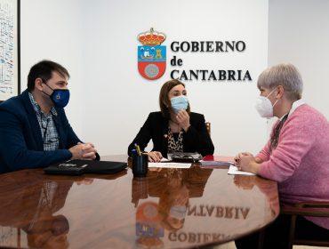 La consejera con la alcaldesa y el concejal de Protección Civil