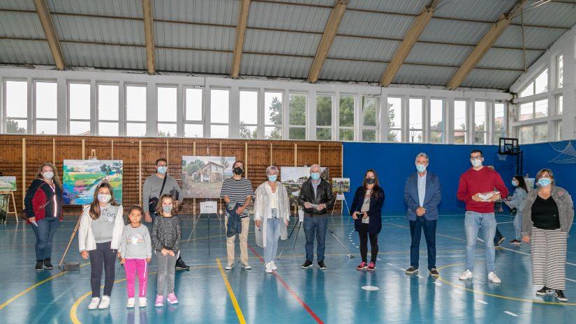Autoridades, jurado y ganadores del concurso de pintura al aire libre con las tres primeras obras