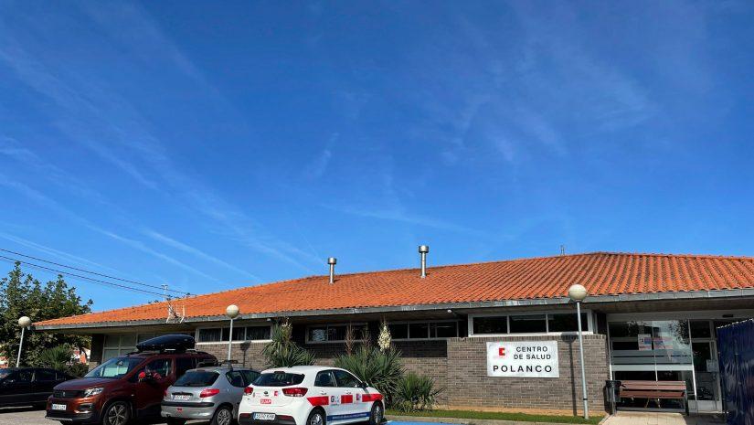 Edificio que acoge el centro de salud de Polanco, que atiende a más de 10.000 personas